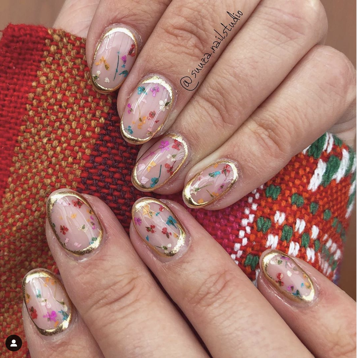 Nail art deluxe - dried flowers