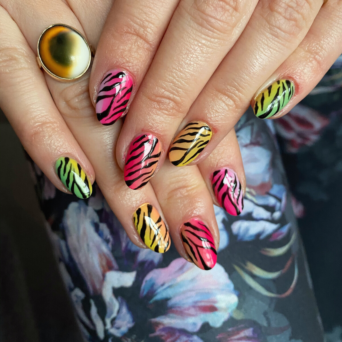 Manicure deluxe + nail art extravagante